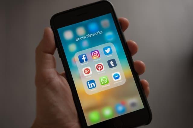 virtual learning academy social media smartphone
